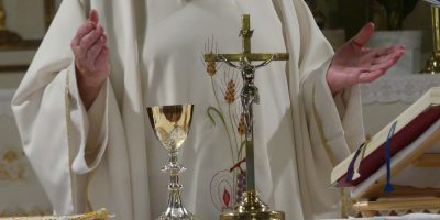 priest-3621040_1280